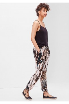 Dámske nohavice s.OLIVER / Loose-fitting trousers with an all-over print 41.606.73.8495 99A3